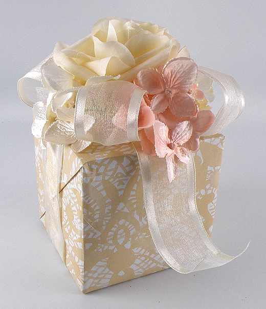 ... nice size to decoratethey look like a wedding bouquet gift wrap