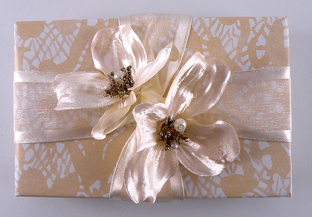 Retro Wedding Gifts: Vintage Wedding Gift Wrap